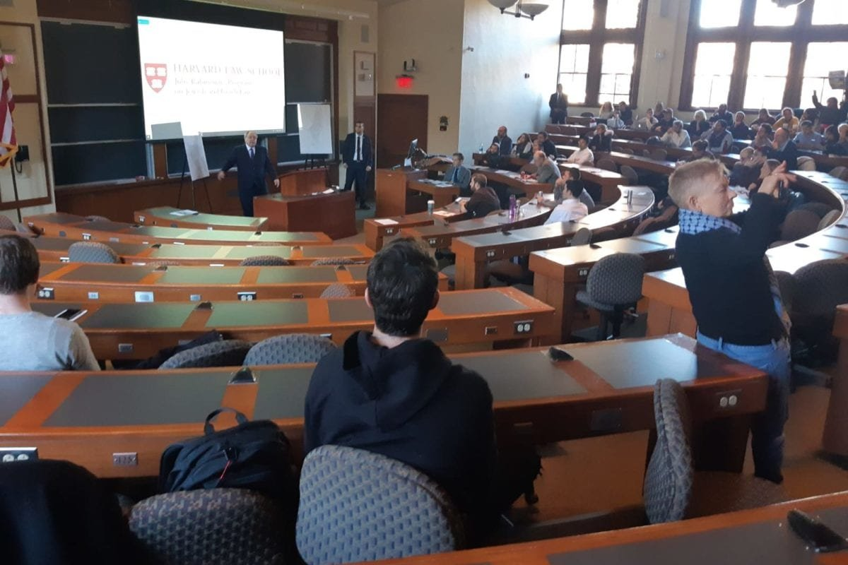Israeli envoy to New York, Dani Dayan, seen during his talk, after over 100 students stage a walk out, at Harvard University on November 13, 2019 [iskandrah/ Twitter]