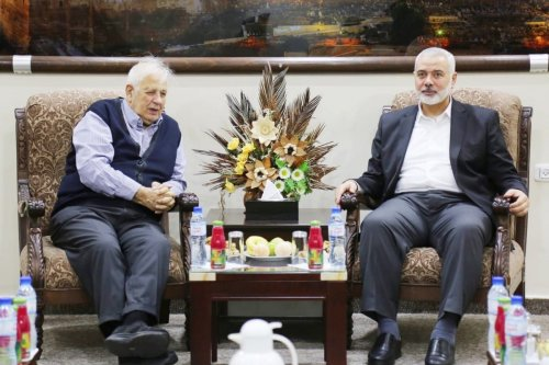 Head of the Elections Committee, Hanna Nasser (L) and Hamas leader Ismail Haniyeh, 26 November 2019