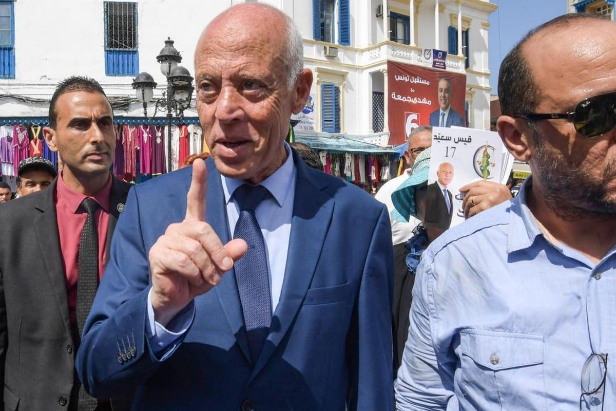 Tunisia's President KaisSaied (C)