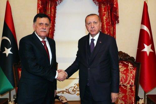Turkish President Recep Tayyip Erdogan (R) meets Chairman of the Presidential Council of Libya's Government of National Accord (GNA), Fayez al-Sarraj (L) in Istanbul, Turkey on 15 December 2019. [TURKISH PRESIDENCY/MURAT CETINMUHURDAR/HANDOUT/Anadolu Agency]