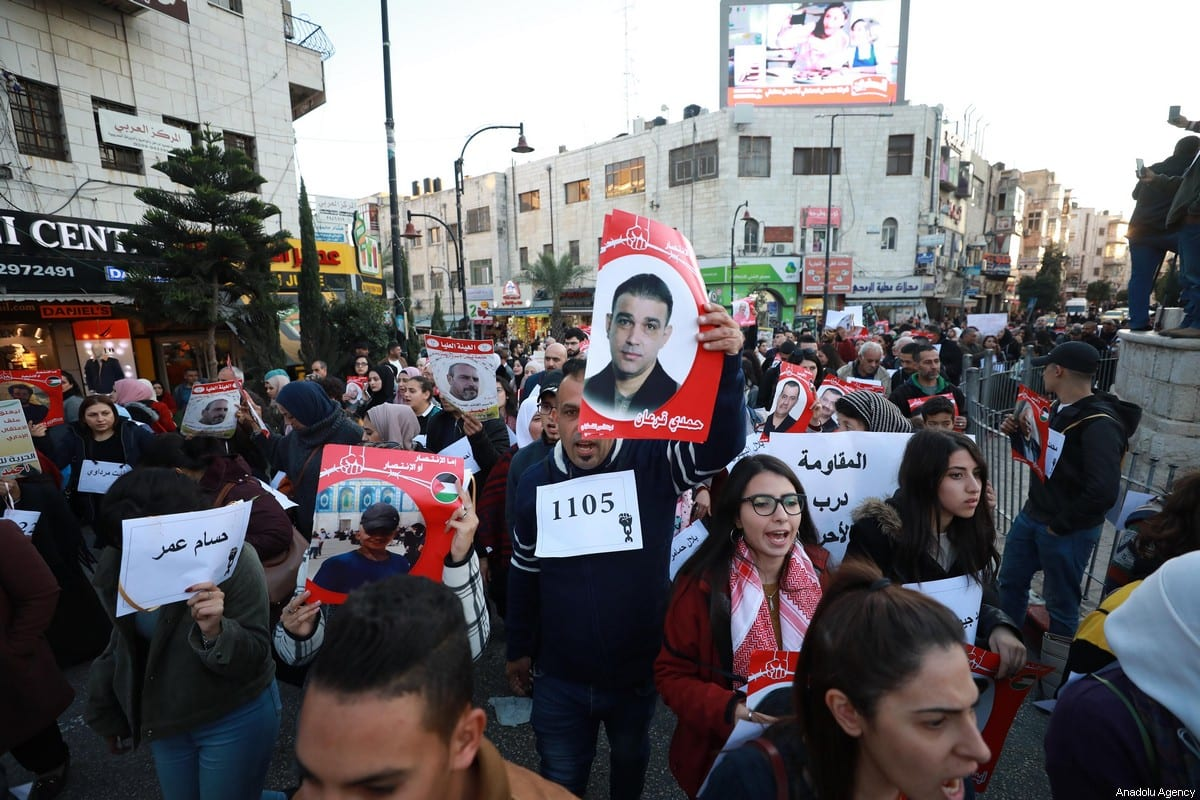 Palestinians stage a demonstration in support of Palestinian prisoners in Israeli jails, in Ramallah, West Bank on 21 December 2019. [İssam Rimawi - Anadolu Agency]
