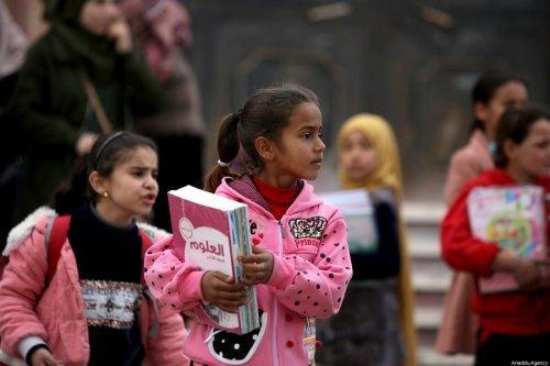 Syrian children carry their schoolbooks in Tal Abyad, Syria on December 23, 2019 [Bekir Kasım/Anadolu Agency]