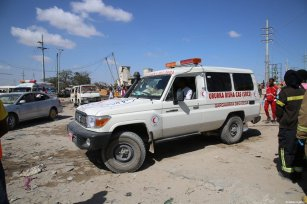 Health team members are sent to the site after a bomb attack carried out to a checkpoint in Somalia's capital Mogadishu on December 28, 2019 [Sadak Mohamed / Anadolu Agency]