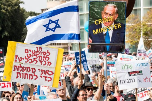 Israelis demonstrate against Prime Minister Benjamin Netanyahu in the wake of police recommendations to indict corruption inTel Aviv on 16 February 2018 [JACK GUEZ/AFP via Getty Images]