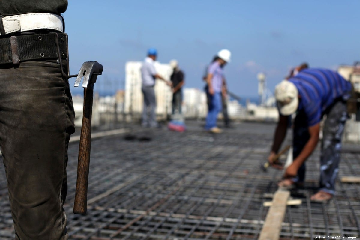 Palestinian construction workers work at the site in Gaza city on 9 September 2013 [Ashraf Amra/Apaimages]