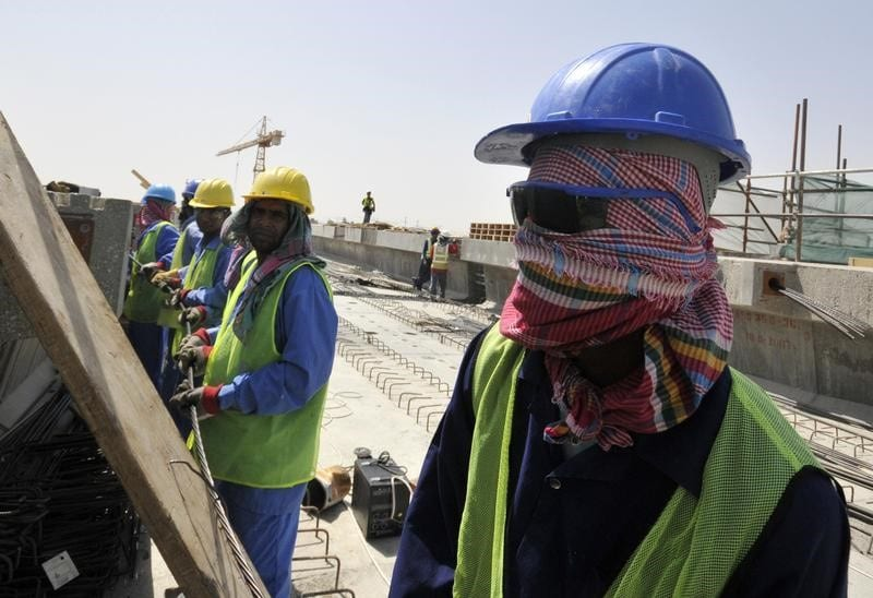 Foreign labourers work at a construction site in Dubai on 28 May 2008. [REUTERS/Jumana El Heloueh]