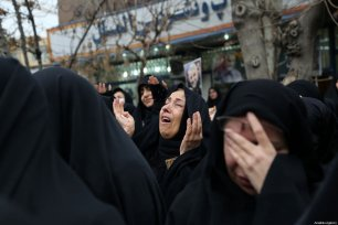 An Iranian woman gestures during an anti-US rally to protest the killing of Iranian Revolutionary Guards' Quds Force commander Qasem Soleimani by a US airstrike in the Iraqi capital Baghdad, at Palestine Square in the capital Tehran, Iran on January 4, 2020 [Fatemeh Bahrami / Anadolu Agency]