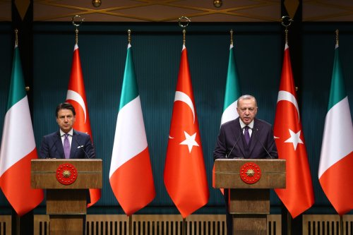 Turkish President Recep Tayyip Erdogan and Prime Minister of Italy Giuseppe Conte hold a press conference following their meeting at the Presidential Complex in Ankara, Turkey on 13 January, 2020 [Halil Sağırkaya/Anadolu Agency]
