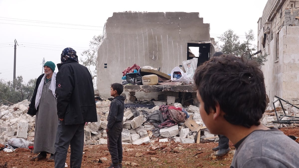 Syrians search for belongings among wreckage of a house after Russian forces carried out air strikes in Idlib on 20 January 2020 [Ibrahim Dervis/Anadolu Agency]