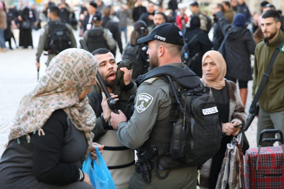 Tension raises between an Israeli police and a Palestinian outside of Al-Aqsa Mosque Compound in Eastern Jerusalem on 29 January 2020. [Mostafa Alkharouf - Anadolu Agency]