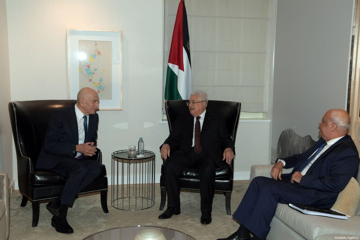 Palestinian President Mahmoud Abbas (C) meets with Former Israeli Prime Minister Ehud Olmert (L) in New York, United States on February 11, 2020 [Thaer Ghanaim/Palestinian Presidency/Handout - Anadolu Agency]