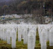 Syrian refugees sleeping rough remind Srebrenica survivors of displacement