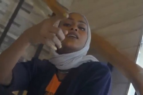 Saudi authorities have ordered the arrest of Saudi female rapper, Ayasel Slay, who released a music video for her song 'Bint Mecca'