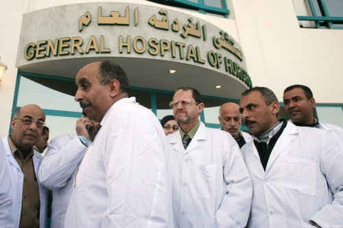 Egyptian doctors stand in front of the General Hospital in Hurghada, Egypt, 14 February 2020 [Marco Di Lauro/Getty Images]