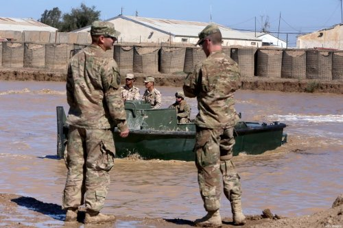 US army forces supervise during a training session at the Taji camp, north of Baghdad, with Iraqi soldiers, aimed at preparing them to install floating bridges, ahead of installing replacement ones in Mosul, on March 6, 2017 [SABAH ARAR/AFP via Getty Images]