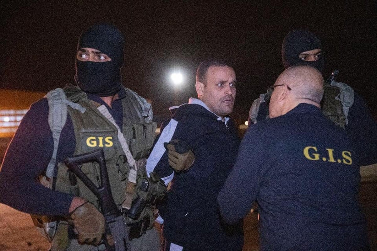 Former Egyptian officer Hisham Al-Ashmawy can be seen with police on Libya, 29 May 2019 [Twitter]