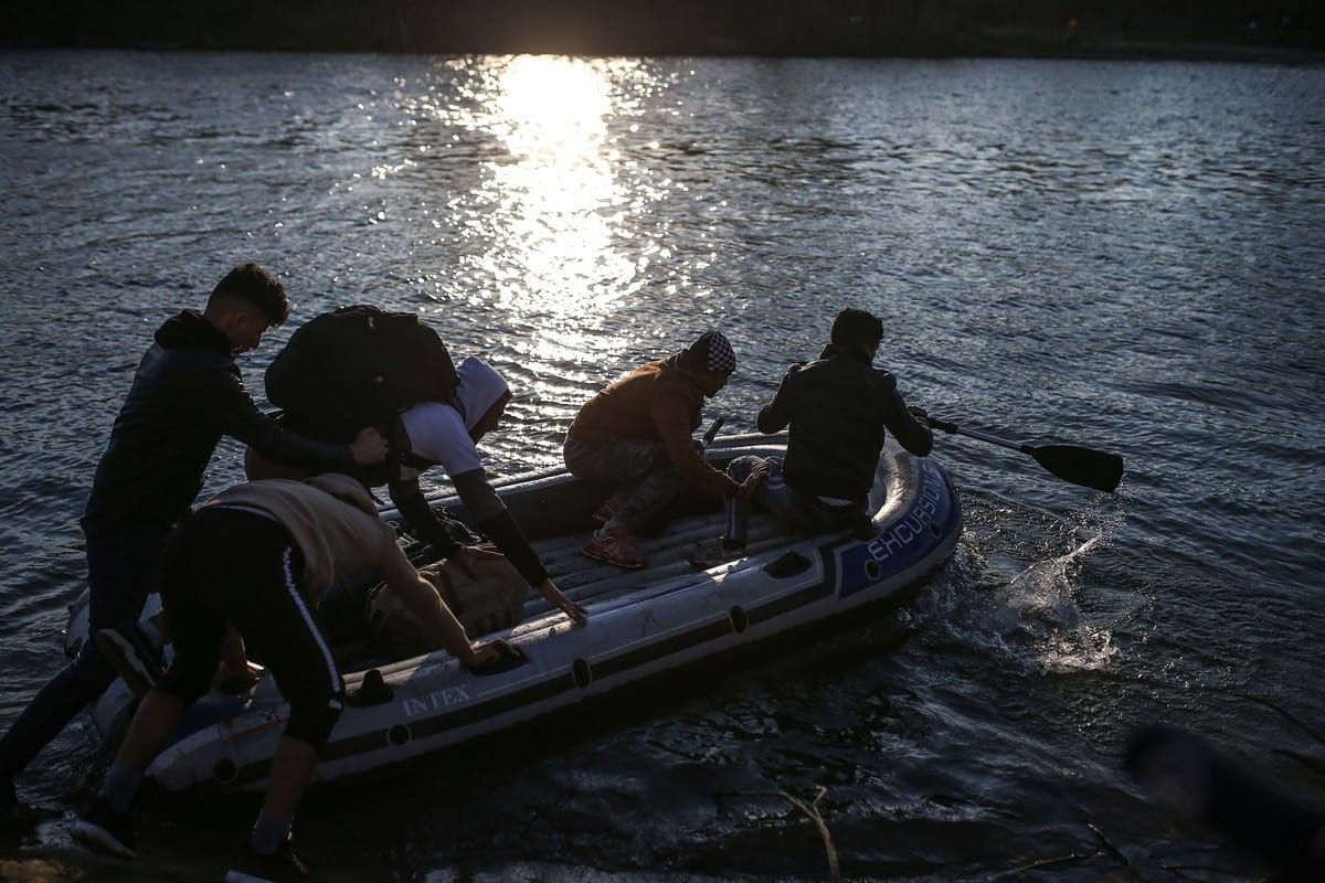 Irregular migrants use an inflatable boat to reach Greek side of Evros River, in Edirne, Turkey on February 28, 2020 [Onur Çoban - Anadolu Agency]