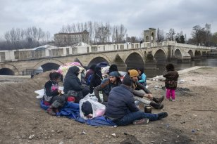 Asylum seekers, including Syrians, Afghans, Iranians and Uzbeks, continue to wait near Tundzha river in Turkey's Edirne to enter Greece on March 05, 2020 [Arif Hüdaverdi Yaman - Anadolu Agency]