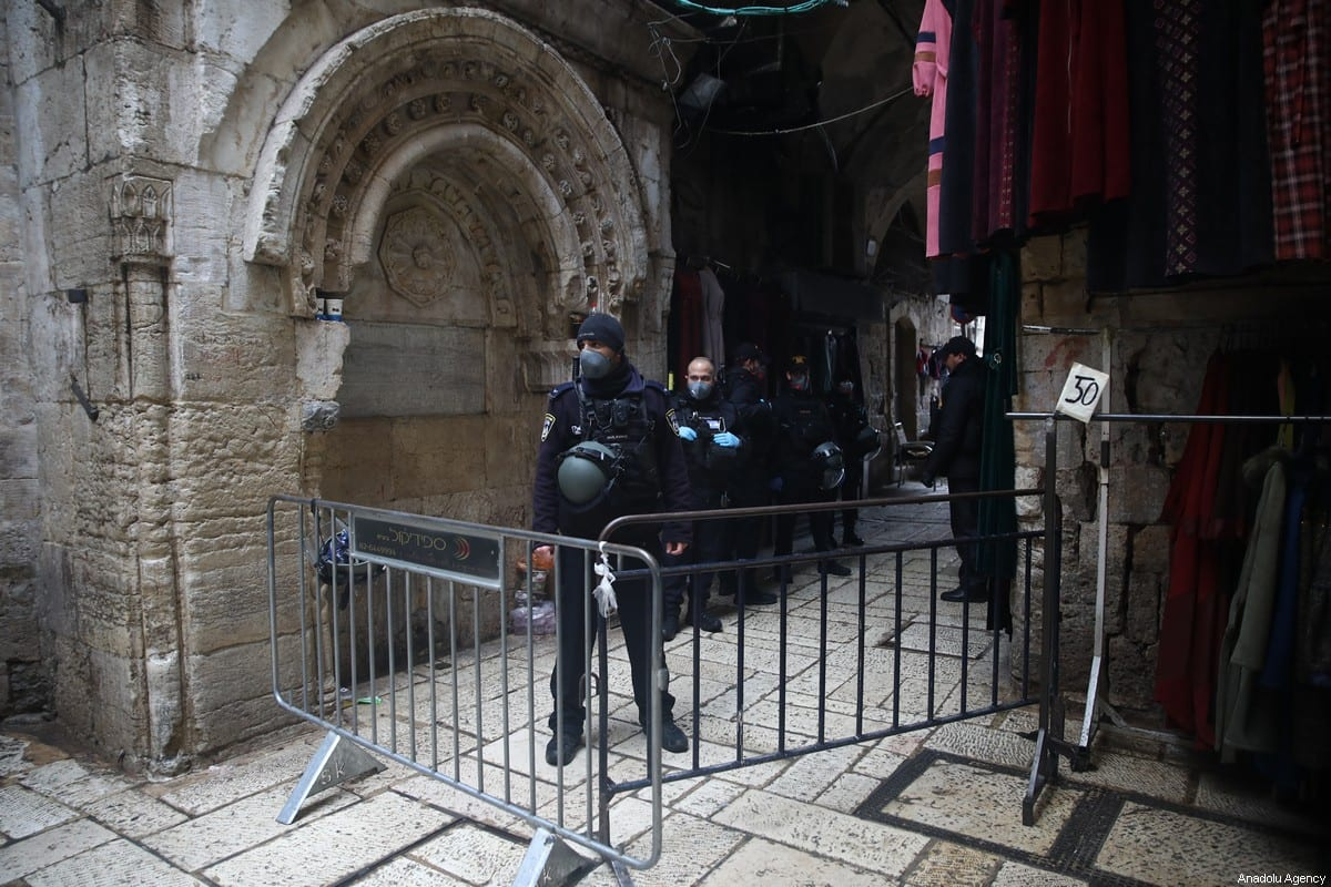 Israeli forces stand guard at checkpoints in the Old City of Jerusalem, during the coronavirus (Covid-19) pandemic, ahead of the Friday Prayer in Jerusalem on March 20, 2020 [Mostafa Alkharouf / Anadolu Agency]