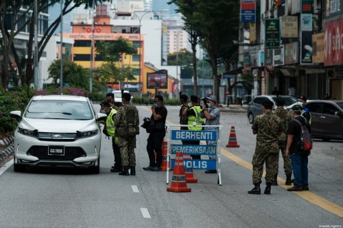 Malaysian security forces inspect vehicles to enforce lockdown regulation as a part of coronavirus prevention efforts in Kuala Lumpur, Malaysia on 22 March, 2020 [Syaiful Redzuan/Anadolu Agency]