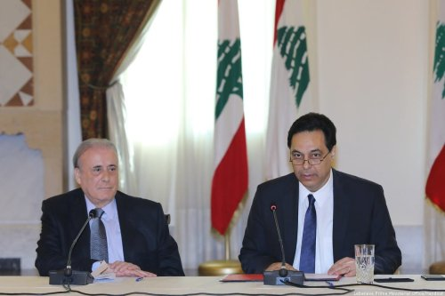 Lebanese Prime Minister Hassan Diyab (R) speaks during a meeting in Beirut, Lebanon on March 2, 2020 [LEBANESE PRIME MINISTRY OFFICE / HANDOUT - Anadolu Agency]