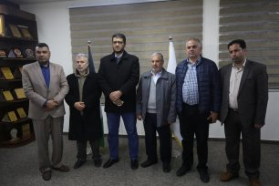 Gaza doctors discuss the the latest developments of the coronavirus outbreak in Gaza, 21 March 2020 [Mohammed Asad/Middle East Monitor]