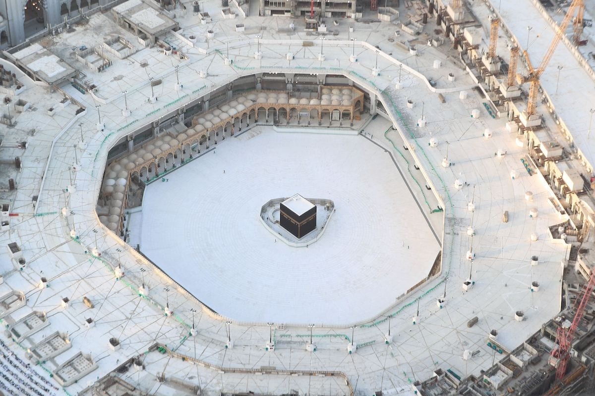 An aerial view shows an empty white-tiled area surrounding the Kaaba in Makkah's Grand Mosque, on 6 March 2020. [BANDAR ALDANDANI/AFP via Getty Images]