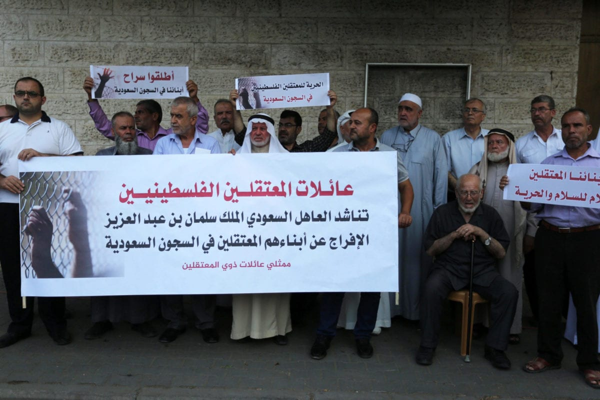 Palestinians take part in a protest in solidarity with prisoners in Saudi jails, in front of the Red cross office, in Gaza city on on 16 October 2019. [Ashraf Amra/Apaimages]