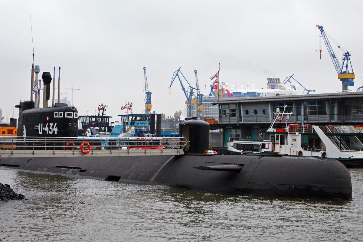 A submarine in Hamburg Port, Germany on on October 25, 2014 [Flickr]