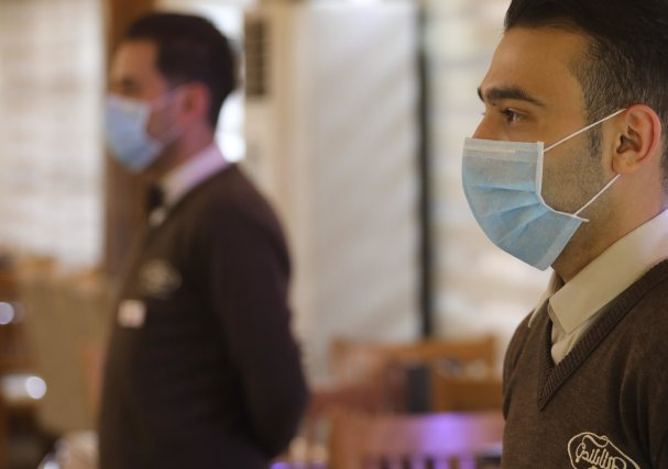 Restaurants in the Gaza Strip have been allowed to reopen as long as staff wear face masks and the venues implement increased hygiene measures [Mohammed Asad/Middle Est Monitor]