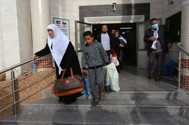 Palestinians released from quarantine in Gaza after 21 days on 8 April 2020 [Mohammed Asad/Middle East Monitor]