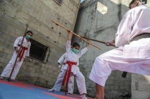 Palestinian karate coach Hasan El Raai trains Palestinian children at home due to coronavirus in Gaza City, Gaza on 4 May 2020 [Mohammed Asad/Middle East Monitor]