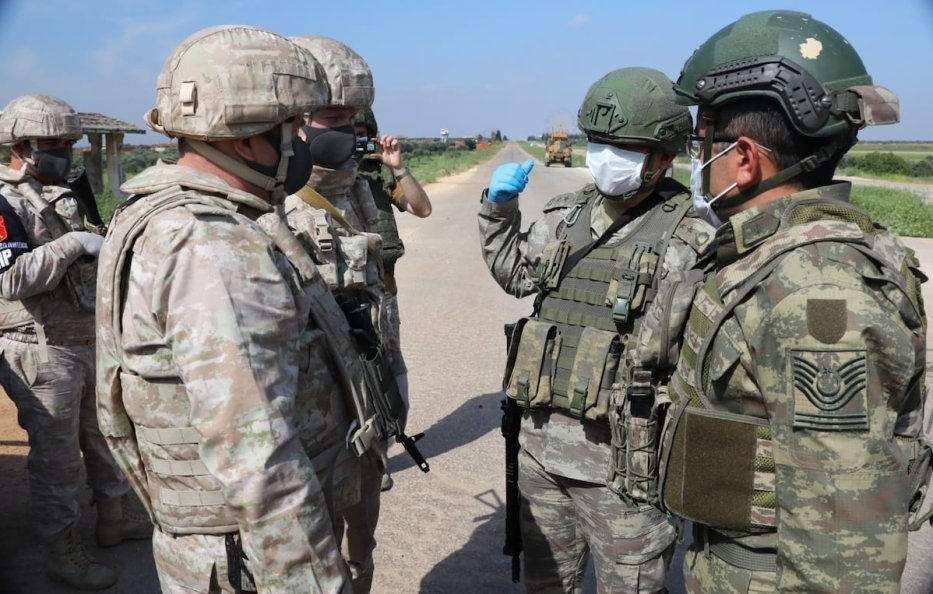 Turkish and Russian soldiers wear face masks as a precaution against coronavirus (Covid-19) pandemic before the 6th Turkish-Russian joint land patrol at M4 road in Idlib, Syria on 28 April 2020. [Turkish Armed Forces - Anadolu Agency]