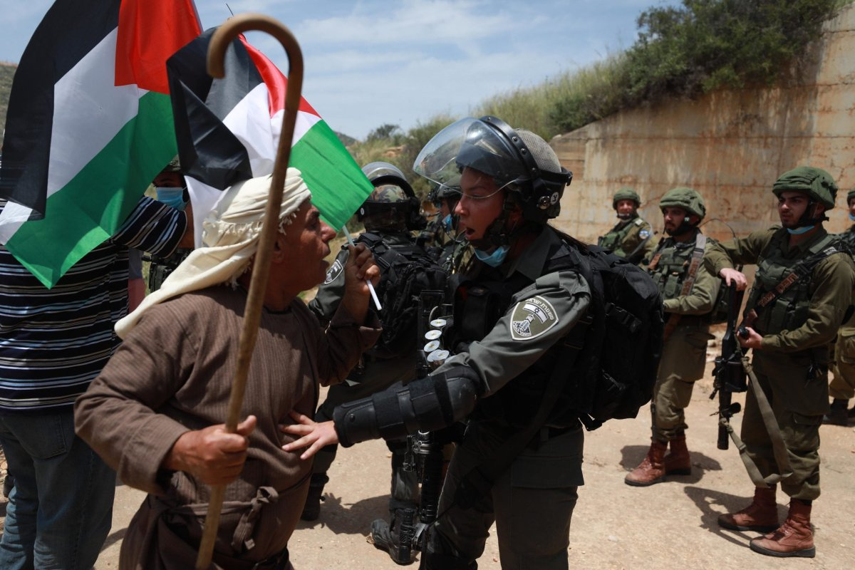 Israeli forces break up Palestinians protesting protest against illegal Jewish settlements, in the city of Nablus, West Bank on 15 May 2020 [Issam Rimawi/Anadolu Agency]