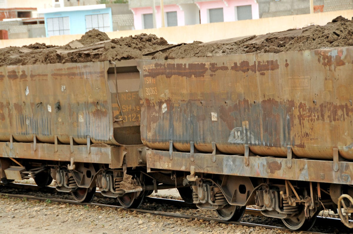 Railcars full of phosphate from the mines, in Tunisia [Dennis Jarvis/Flickr]