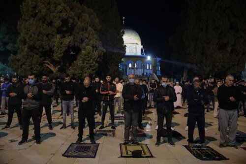 Palestinian Muslims perform dawn prayer at Al-Aqsa Mosque after it was reopened in Jerusalem on 31 May 2020 [Mostafa Alkharouf/Anadolu Agency]