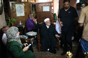 Some of Palestinian demonstrators meet with Sheikh Ekrima Sabri, the grand imam of Al-Aqsa Mosque, at his home in As-Suvvane neighborhood to show their support to him in Jerusalem on 3 June 2020. [Mostafa Alkharouf - Anadolu Agency]