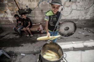 Palestinian refugees living in Al-Shati camp on 22 June 2020 [Mohammed Asad/Middle East Monitor]