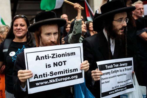 Protesters demonstrate outside a meeting of the National Executive of Britain's Labour Party on 4 September 2018 in London, England. Labour's NEC meet today to vote on whether to adopt the full International Holocaust Remembrance Alliance (IHRA) definition of anti-semitism. [Jack Taylor/Getty Images]