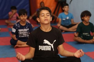 The Palestinian Athletic Club in Jabalia, in the northern Gaza Strip, launches yoga classes for kids, 26 June 2020 [Mohammed Asad/Middle East Monitor]