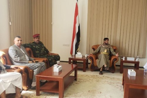 In the presence of the Deputy Chairman of the National Reconciliation Commission, Sheikh Ali Al-Qaisi, and Dr. Tariq Al-Shami, head of the media department of the Congress Party and a number of members of the Shura Council, was received by Brigadier General Abdul Malik Al-Abyad, head of advanced operations in the West Coast front, who announced his apology to the country and joined its ranks to fight the occupiers [Mohammed Al-Bukaiti/Twitter]