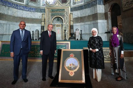Turkish President Recep Tayyip Erdogan (2nd L) poses for a photo with his wife Emine Erdogan (2nd R) during his visit to Hagia Sophia Mosque in Istanbul, Turkey on 23 July 2020 [TUR Presidency Murat Cetinmuhurdar/Anadolu Agency]
