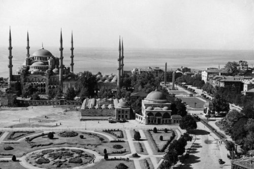 A birds eye view of Sultanahmet Camii ve Meydani in Istanbul, Turkey [Photo by Authenticated News/Archive Photos/Getty Images]