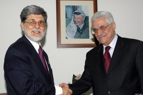 Palestinian leader Mahmud Abbas (R) shakes hands with Brazilian Foreign Minister Celso Amorim during their meeting at his office in the West Bank city of Ramallah, 17 February 2005. [JAMAL ARURI/AFP via Getty Images]