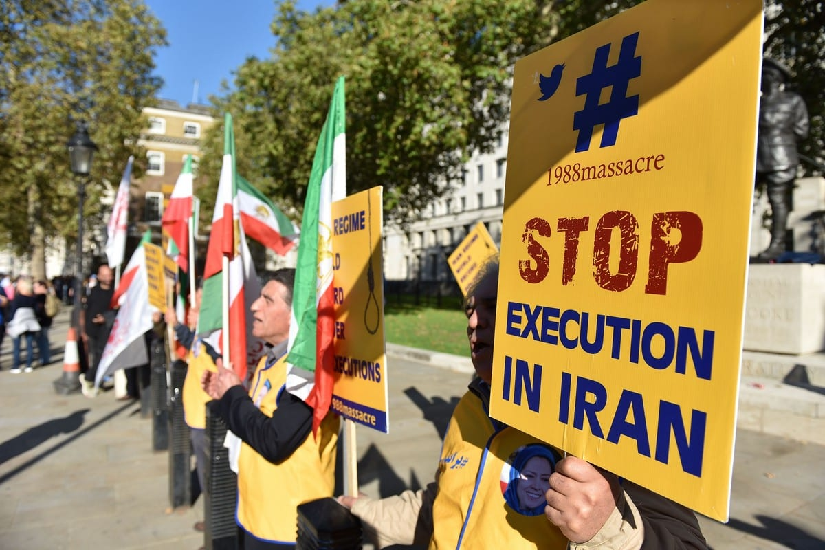 People protest against the death penalty in Iran in London, UK on 20 October 2018 [John Keeble/Getty Images]