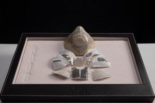 Coronavirus mask made from gold and diamond by an Israeli jewellery company, 2 August 2020 [apexworldnews/Twitter]