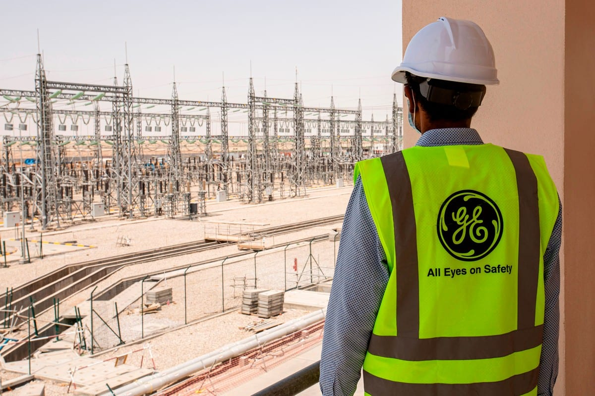 A mask-clad General Electric employee at Power Plant near the Iraqi city of Nasiriyah on 16 June 2020 [HUSSEIN FALEH/AFP/Getty Images]
