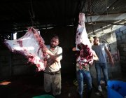 Palestinian in Gaza seen cutting meat to distribute, as part of Eid ul Adha's Qurbani sacrifice, on 31 July 2020 [Mohammad Asad / Middle East Monitor]