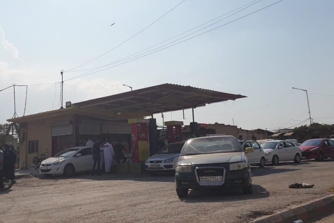 Vehicles queue in a long line for oil and propane tanks following oil shortages in Assad regime controlled areas including Aleppo, Latakia, Damascus and Hama on September 14, 2020 in town center of Hama, Syria [Ule Muhammed / Anadolu Agency]