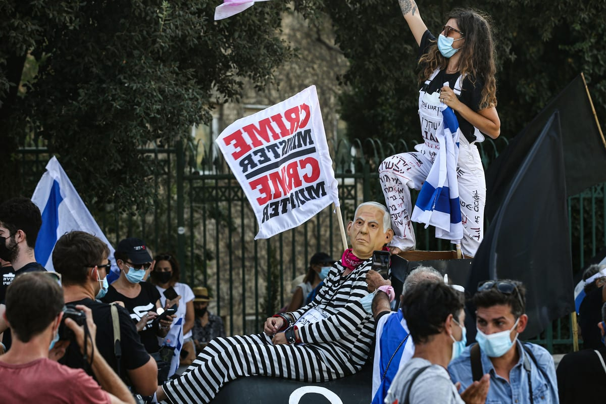 People protest against the Israeli Prime Minister Benjamin Netanyahu, demanding his resignation in Jerusalem on 24 September 2020 [Mostafa Alkharouf/Anadolu Agency]